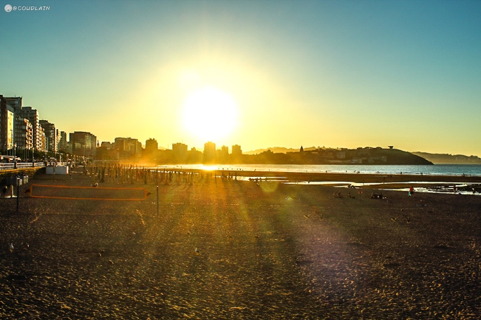 atardecer-en-san-lorenzo-playa-de-gijon-asturias-tierrasturfoto-miverano-carrefourtec