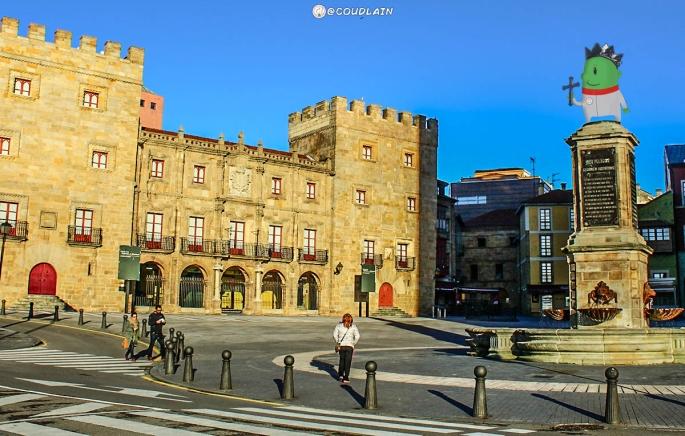felizlunes-gijon-despues-de-festivo-aparecen-cosas-raras-tierrasturfoto-asturias