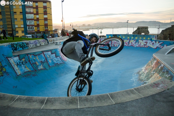 bmx-skate-en-skatepark-del-cerro-santa-catalina-cimadevilla-gijon-asturias
