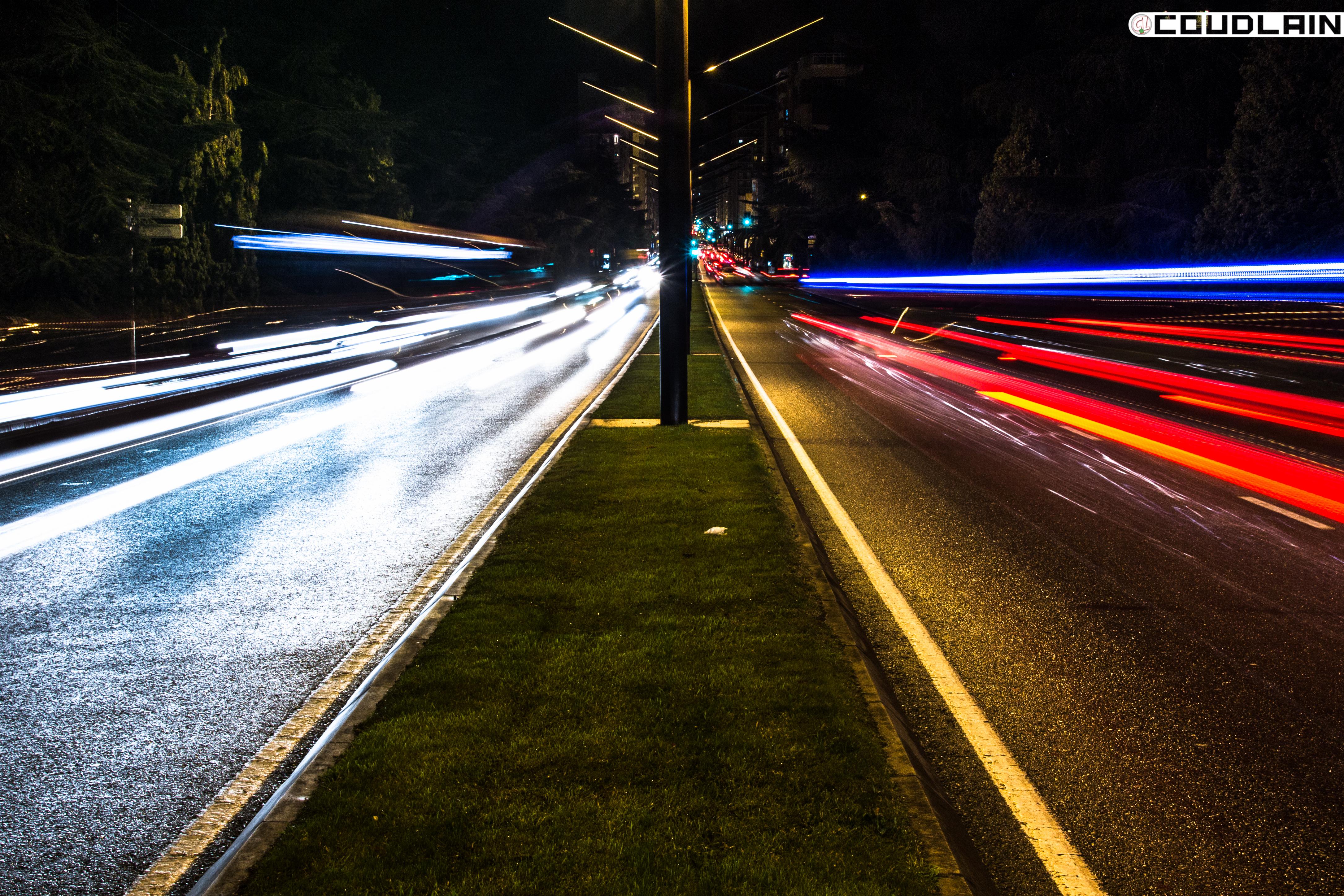 Fotografia Larga Exposición Nocturna En La Avenida De La