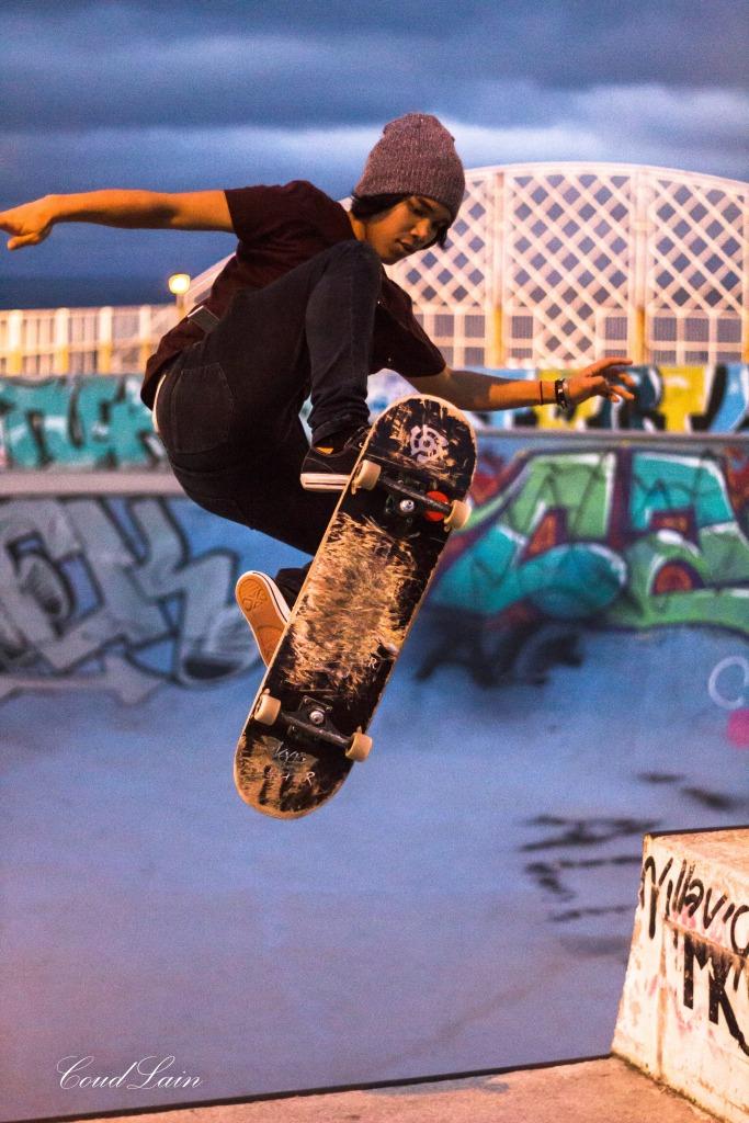 skate-bmx-en-el-skatepark-de-cimadevilla-gijon-asturias